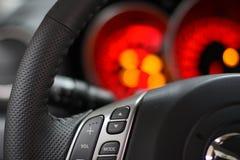 rött speedometerstyrningshjul royaltyfria bilder