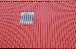 rött tak arkivbild