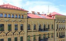 Rött tak av huset Arkivbilder