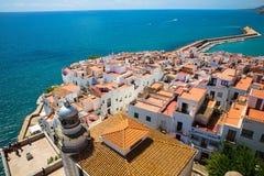 Rött tak av Peniscola, Spanien Arkivfoton