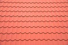 Rött tak som bakgrund Arkivbild