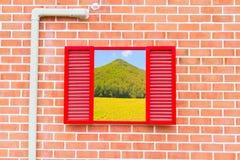 rött tappningväggfönster Fotografering för Bildbyråer