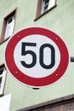 Rött tecken för femtio hastighet Arkivbild