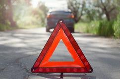 Rött tecken för nöd- stopp för triangelbil royaltyfri bild
