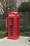 Rött telefonbås, London. Royaltyfri Fotografi