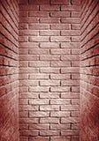 Rött tonat slut för tegelstenvägg av korridoren, abstrakt bakgrund ph Royaltyfri Foto