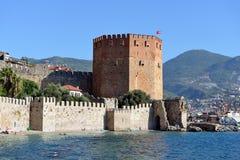 Rött torn av den Alanya slotten arkivbild