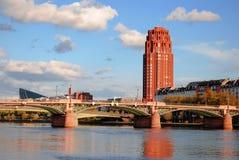Rött torn som ses till och med trees Royaltyfria Bilder
