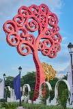 Rött träd för jätte- metall royaltyfria bilder