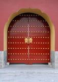 rött traditionellt för kinesisk dörr Arkivbilder