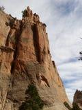 Rött vagga väggar med blå himmel Fönstret vaggar slingan, Arizona Royaltyfria Foton
