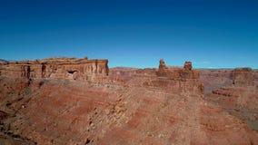 Rött vaggar av dalen av gudarna i öknarna av Utah arkivfilmer
