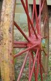 rött vagnhjul Arkivbilder