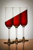 Rött vatten i exponeringsglas arkivfoto