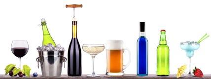 Rött vin champagne, öl, alkoholcoctail Royaltyfria Bilder