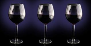 rött vin för alkoholstångexponeringsglas Royaltyfria Bilder