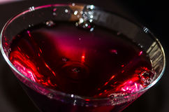 Rött vin i vinexponeringsglas Arkivfoton