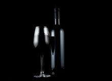 Rött vin och en flaska fotografering för bildbyråer
