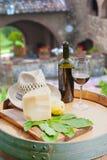 Rött vin, pecorinoost och päron, italienskt mellanmål Royaltyfri Bild
