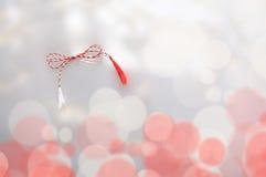 Rött vitt vårsymbol fotografering för bildbyråer