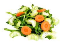 Rúcula, cenoura, azeitona e aipo isolados no fundo branco Foto de Stock Royalty Free