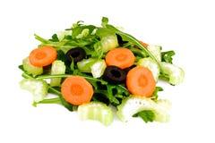 Rúcula, cenoura, azeitona e aipo no fundo branco Fotografia de Stock