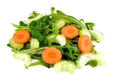 Rúcula, cenoura, azeitona e aipo no fundo branco Imagem de Stock