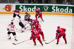 Rússia contra Canadá. Campeonato 2010 do mundo fotografia de stock