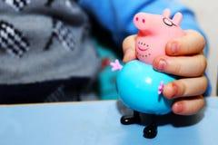 Rússia, Izhevsk 30 de setembro de 2017 Porco de Toy Peppa Imagens de Stock Royalty Free