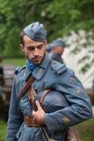 RÚSSIA, MOSCOU - 9 DE JUNHO DE 2017: Soldado 106 do regimento França da primeira guerra mundial Tempos históricos do festival de  fotografia de stock
