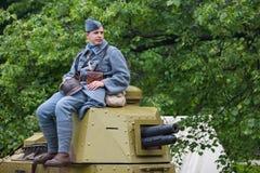 RÚSSIA, MOSCOU - 9 DE JUNHO DE 2017: Soldado 106 do regimento França da primeira guerra mundial Tempos históricos do festival de  imagem de stock