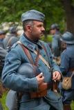 RÚSSIA, MOSCOU - 9 DE JUNHO DE 2017: Soldados 106 do regimento França da primeira guerra mundial Tempos históricos do festival de fotos de stock royalty free