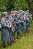 RÚSSIA, MOSCOU - 9 DE JUNHO DE 2017: Soldados 106 do regimento França da primeira guerra mundial Tempos históricos do festival de fotos de stock