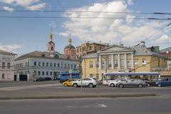 RÚSSIA, MOSCOU - 11 DE MAIO DE 2016: Vista da rua de Yauzskaya com Imagem de Stock