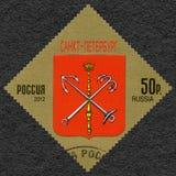RÚSSIA - 2012: mostra a brasão de StPetersburg, Federação Russa imagem de stock royalty free