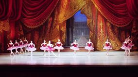 Rússia, Novosibirsk, 30 pode 2015 Desempenho do teatro da ópera e de bailado 1920x1080 HD filme