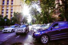 RÚSSIA, o 8 de agosto de 2014, foto de carros do estacionamento dentro Imagens de Stock