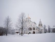 Rússia ortodoxo. Catedral antiga em um Pokrovskiy Fotos de Stock