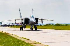 Rússia, permanente, em junho de 2014 interceptor supersônico MiG-31 nas asas do festival de Parma - 2014 do avião militar no perm Imagem de Stock