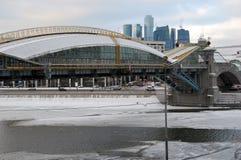 Rússia. Ponte Bogdana Khmelnitskiy em Moscovo Imagens de Stock