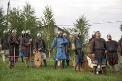Rússia, região de Lipetsk, Chaplygin 27 de julho de 2013 ano A celebração é a reconstrução do batismo de Rus Cavaleiros na armadu imagem de stock