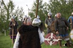 Rússia, região de Lipetsk, Chaplygin 27 de julho de 2013 ano A celebração é a reconstrução do batismo de Rus Cavaleiros na armadu imagens de stock