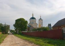 Rússia Rua em Vereya Vista da igreja de Imagem de Stock Royalty Free