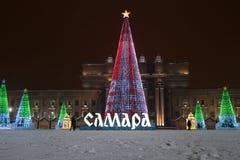 RÚSSIA, SAMARA, o 20 de janeiro de 2019, árvore de Natal no quadrado nomeado após Kuibyshev no Samara fotos de stock
