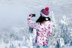 Rússia, Sheregesh 2018 11 Esquiador profissional da menina 17 em s brilhante fotografia de stock