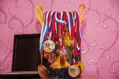 Rússia, Sochi, o 25 de março de 2017, com concessões dos esportes, o copo do ` s do vencedor Fotos de Stock Royalty Free