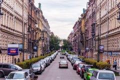 Rússia, St Petersburg, em agosto de 2016: Vista da rua de Pushkinskaya Fotografia de Stock Royalty Free