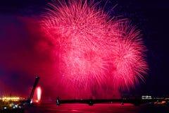 Rússia, St Petersburg, 20 6 2015: Fogos-de-artifício em Neva River o Imagens de Stock
