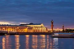Rússia, St Petersburg, o 19 de maio de 2016: Timelapse da área da água de Neva River no por do sol Fotografia de Stock Royalty Free