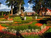 Rússia, St Petersburg, Peterhof, o 22 de setembro de 2017, no palácio de Monplaisir da foto em setembro imagens de stock royalty free